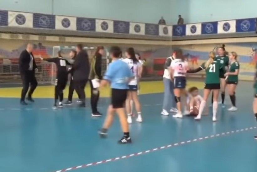 USKUMATU VIDEO | Naised ei halasta: käsipalliplatsil läks massikakluseks