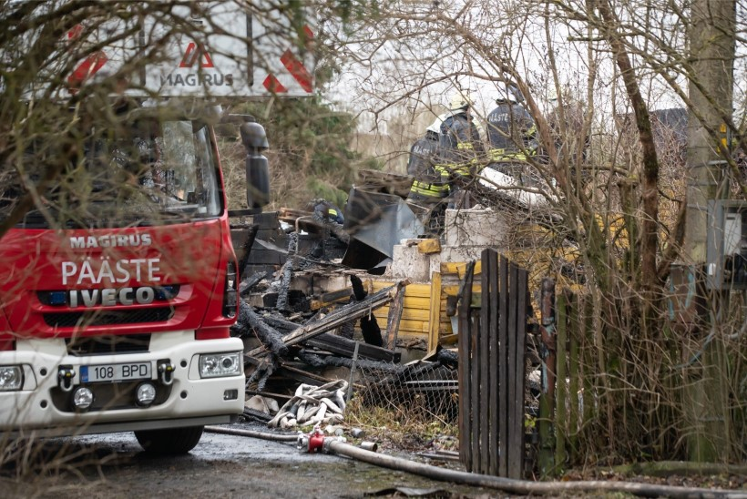 FOTOD | Tuli külvas Tammikul surma: majapõlengus leiti kaks hukkunut
