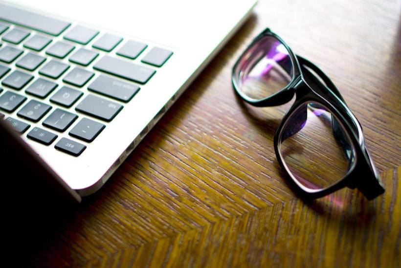 """""""Sinised prillid"""" säästavad silmi – kas tõesti moodne võluvits?"""
