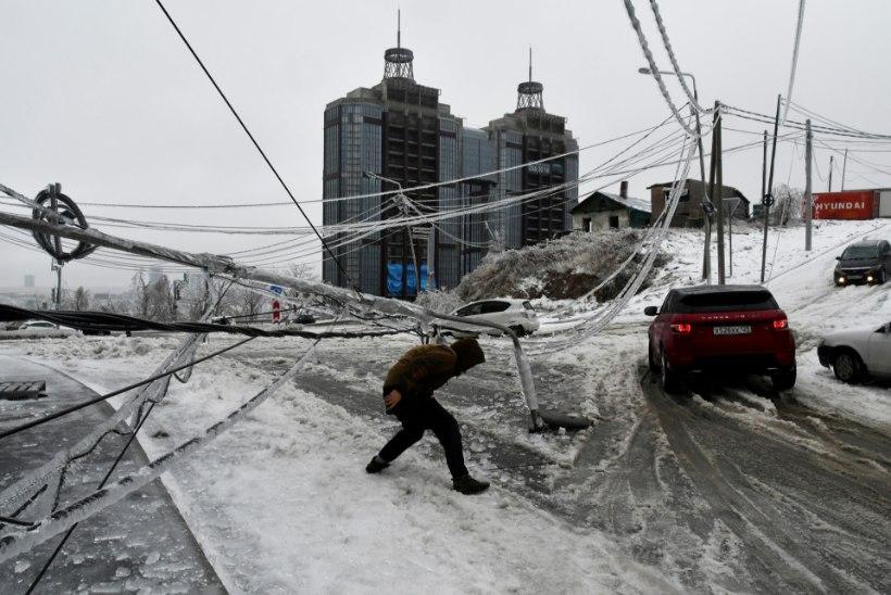 Venemaal Vladivostokki tabanud jäävihm jättis inimesed elektri, vee ja kütteta