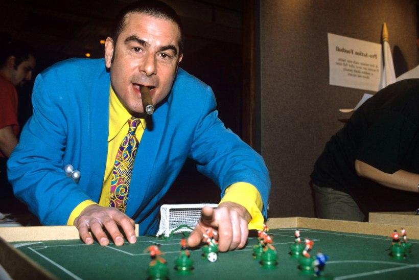 Koroonasurm: lahkus mees, kes vahetas Sinatra ja Queeni jalgpallurite vastu