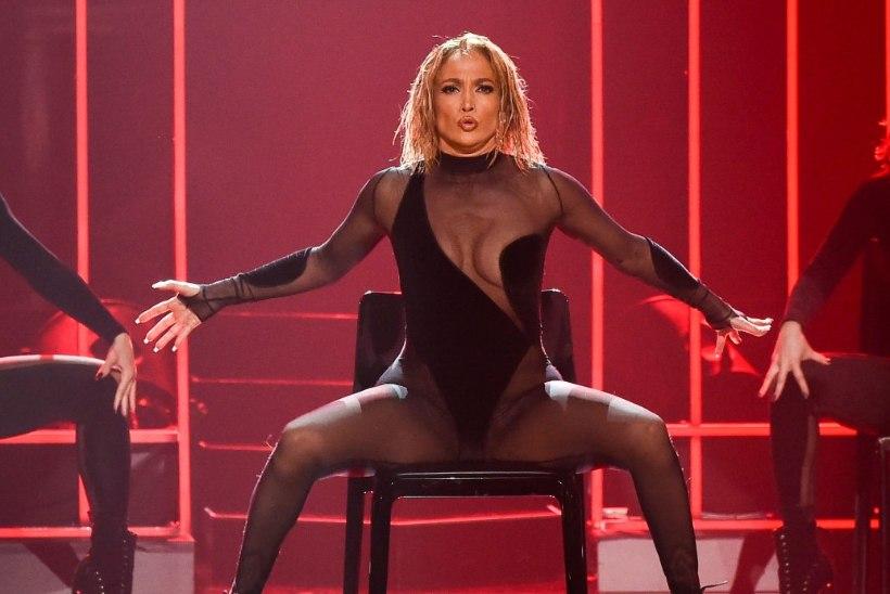 KÕRVETAV! J-Lo tegi superseksika etteaste, kuid sai siiski sarjata