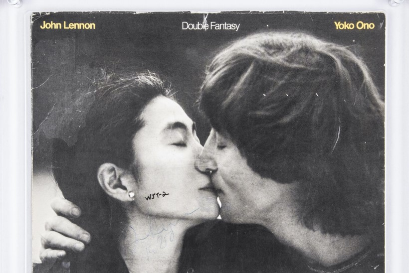 Soovid osta plaati, mille peale Lennon oma mõrtsukale autogrammi andis?