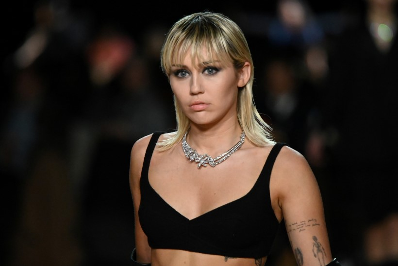 Miley Cyrus sattus pandeemia ajal jälle alkoholikuradi küüsi