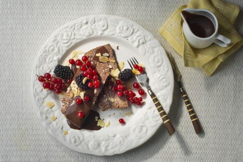 NÄDALA KOOK | Külmutatud rikota-šokolaadikook sooja šokolaadikastmega