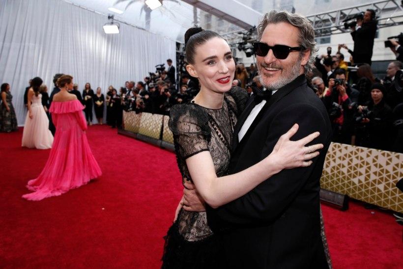 Joaquin Phoenix ja Rooney Mara kinnitavad viimaks lapse sündi