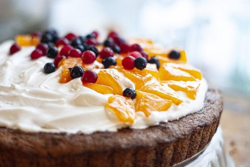 LUGEJA KÜSIB | Miks kook küpsetades pealt lõhki läheb?