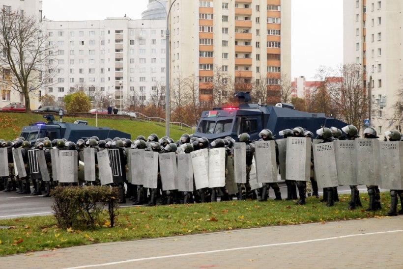 Minski tänavatel valitsevad relvastatud sõdurid ja soomustehnika