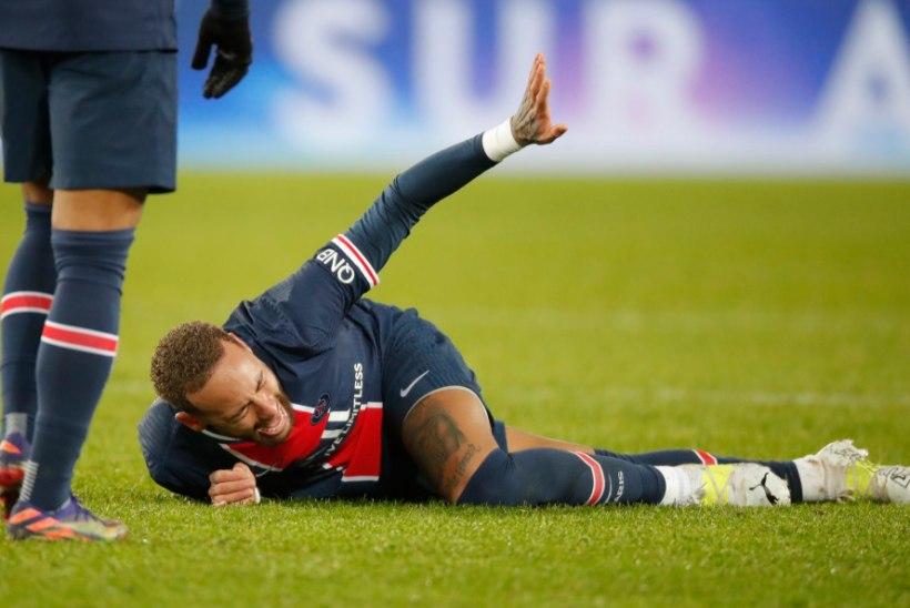 Neymar toimetati platsilt minema kanderaamil, brasiillast võib oodata pikk mängupaus