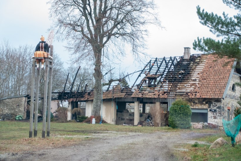 FOTOD   Kunstnikest abielupaar kaotas tules elumaja ja aastakümnete loomingu