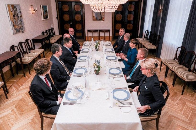 Koroona murrab traditsioone: presidendi ja valitsuse jõulukohtumine jääb ära
