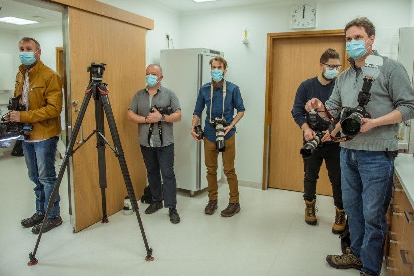 FOTOD | Esimene Tartu vaktsineeritu on intensiivraviosakonna hooldusõde Mare Press