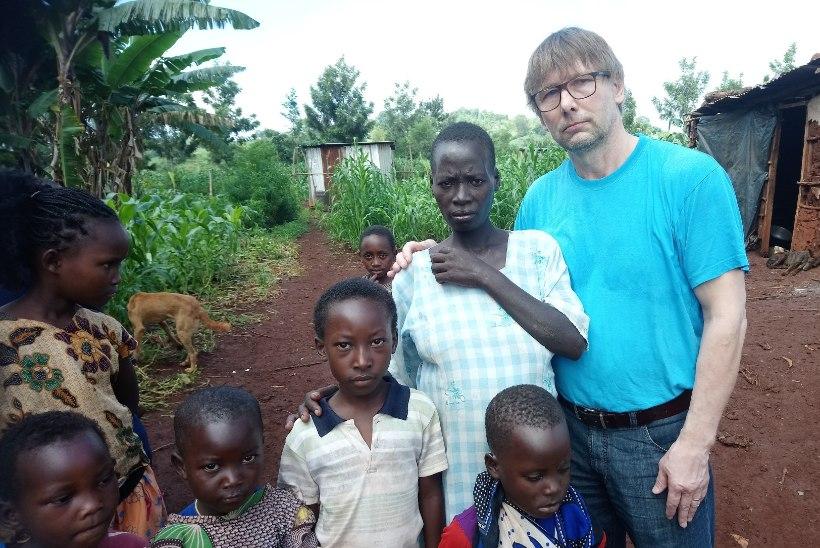 """UUS FILM AINULT ÕHTULEHES! """"See habras elu"""" režissöör: Aafrika külas peab arst aitama ka sandistatud suguelunditega tüdrukuid"""