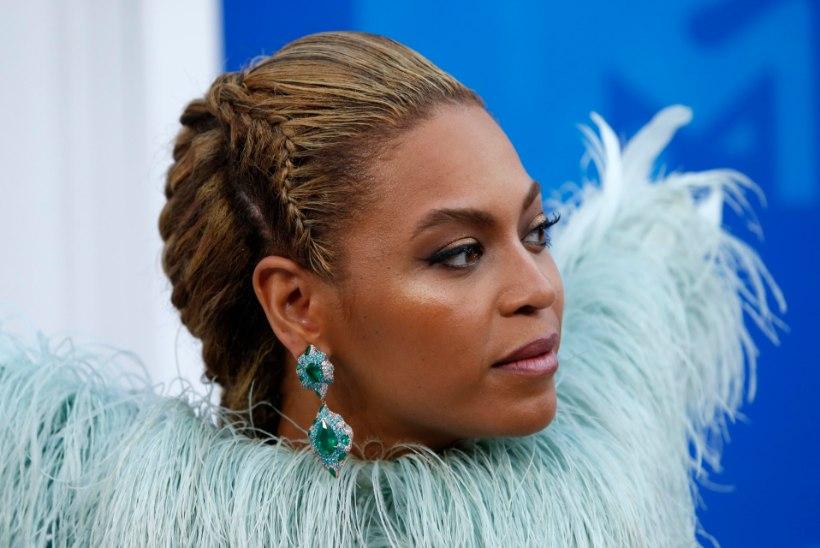 Beyoncé näitab 2020. aastale keskmist sõrme!
