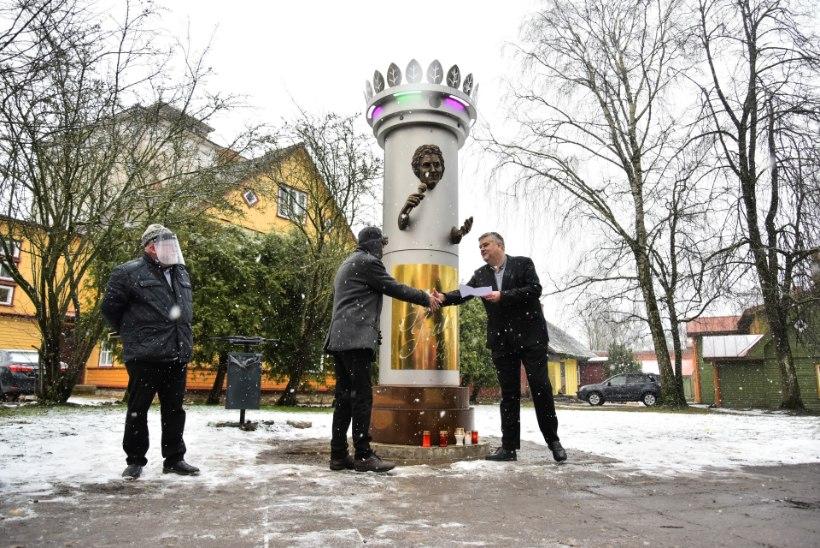 FOTOD JA VIDEO | Viljandis avati Jaak Joala skulptuur