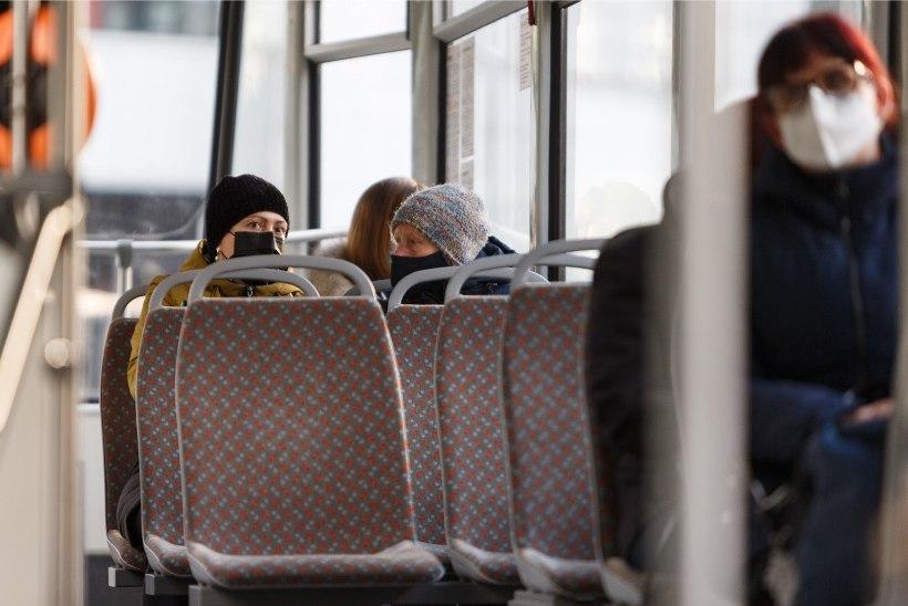 Põhja prefektuuri politseinikud selgitavad inimestele maski kandmise vajalikkust