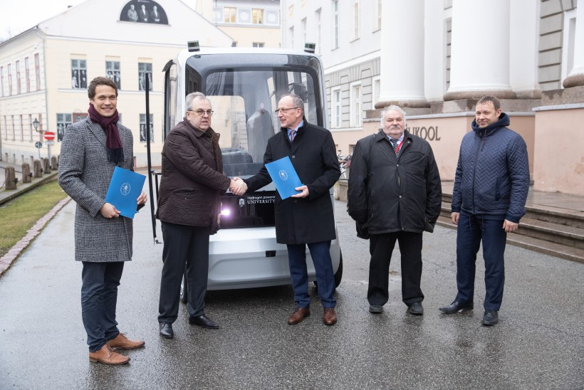 Ettevõtlus toetab akadeemiat: Tartu ülikooli teadlased panevad auto vesinikuga sõitma