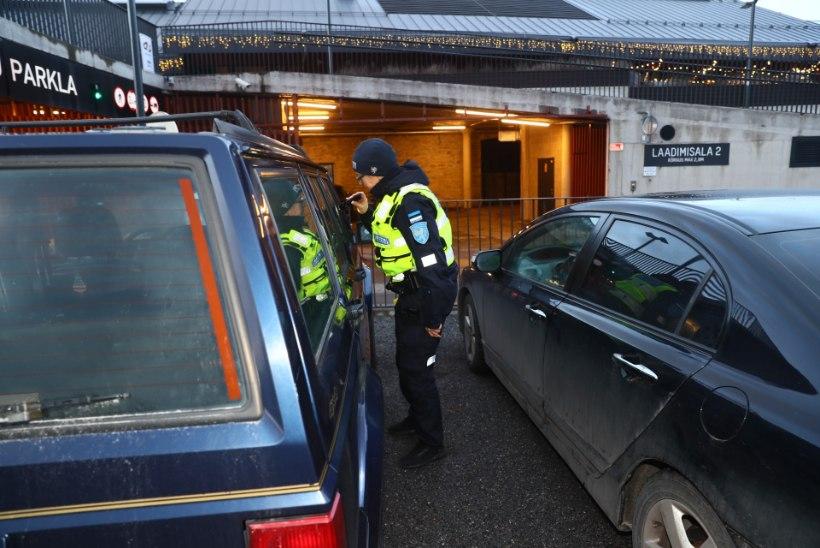 AUTOAKNA AHVATLUSED: piiluvad politseinikud päästavad pättide käest