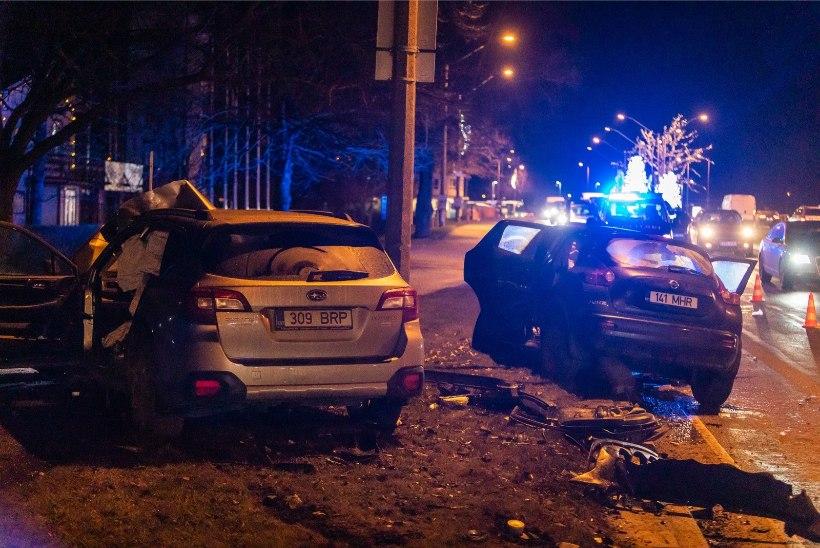 FOTOD   Raskes avariis sai kolm inimest viga