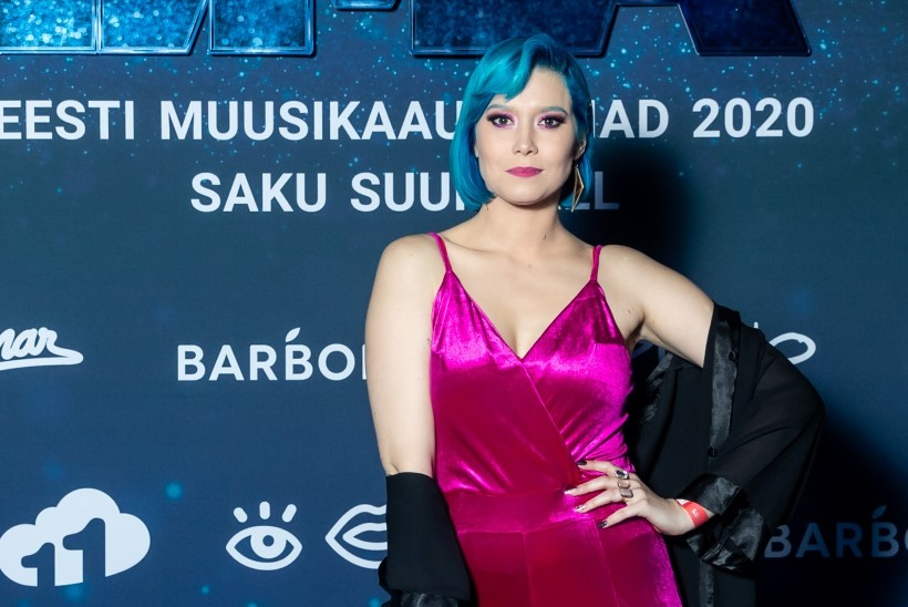 Julge naise juuksed on – sinised