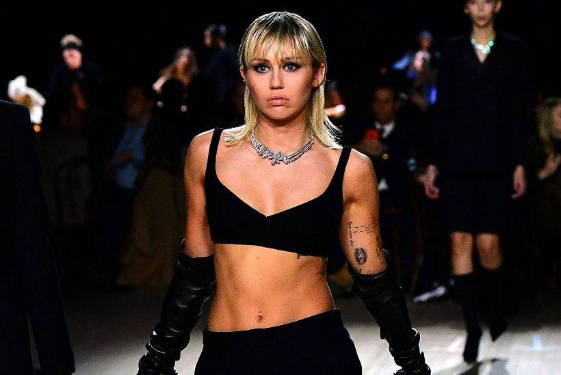 Miley Cyrus lõi New Yorgi moenädala publiku pahviks