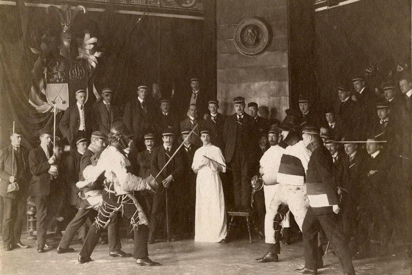 Veebruaris ajaloos: kirgede torm riigikogus ehk kuidas ministrihärra tuupi sai