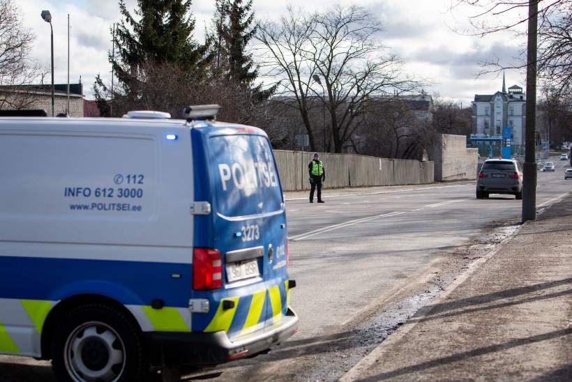 Politsei otsib avarii sündmuspaigalt põgenenud auto juhti
