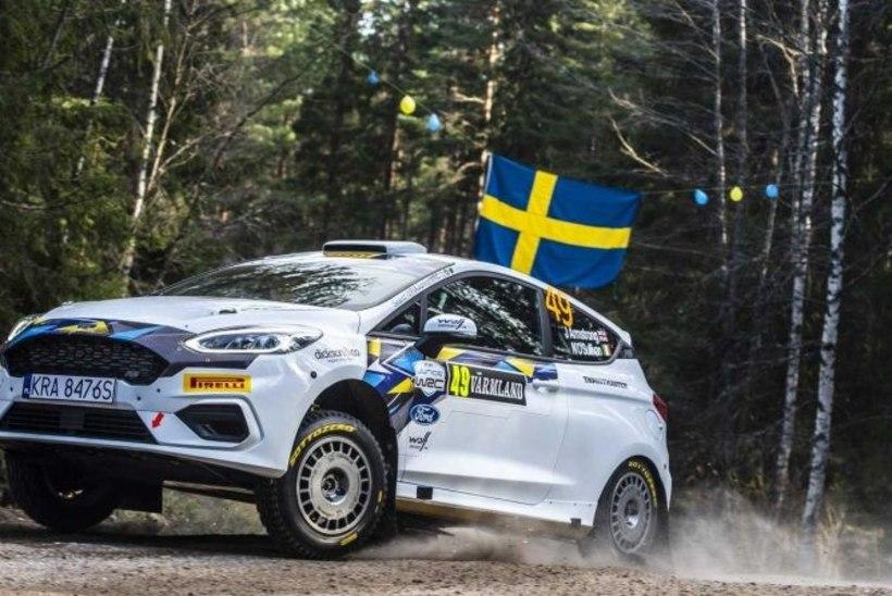 VIDEO | E-spordi WRC-maailmameister tegi Rootsi rallil raske avarii