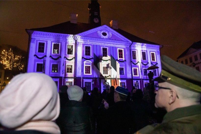 GALERII | Tartus meenutati ööetendusega Tartu rahu allkirjastamist