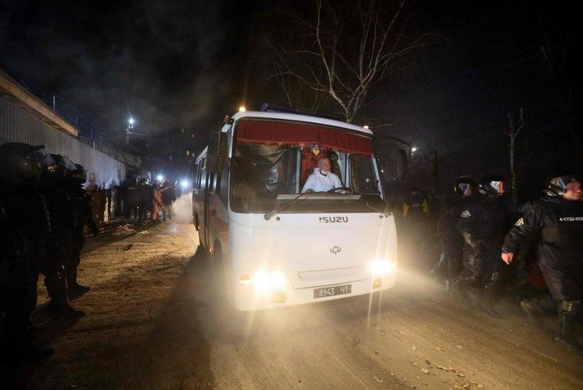 Ukraina meeleavaldajad ründasid Hiinast evakueeritud inimesi