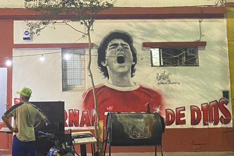 Õhtuleht Argentinas: jumalast nimega Maradona, tema lemmikbordellist, armastusest ja vihkamisest