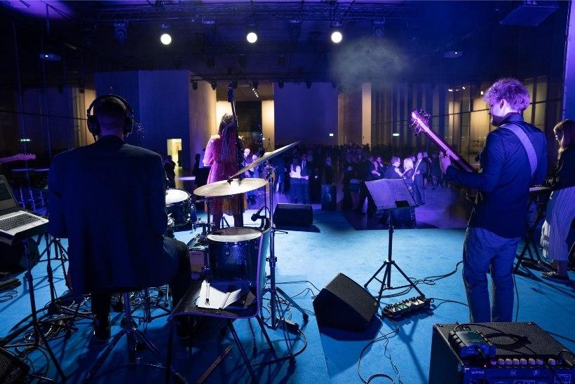 GALERII   Tantsupidu muuseumis: Tartu linn tähistas meeleolukalt riigi aastapäeva