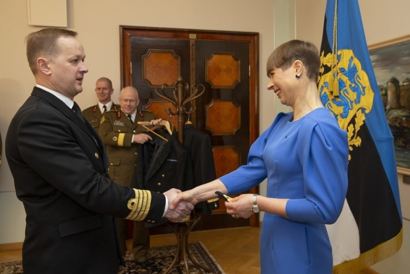 GALERII | President Kaljulaid andis kahele mereväelasele kõrgema ohvitseri auastme