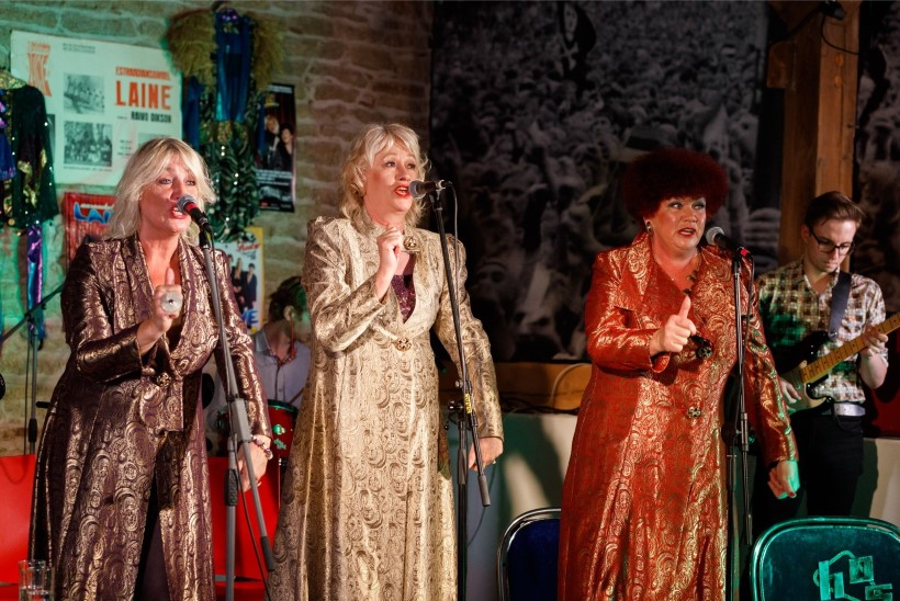 Õnnitlused! Ansambli Laine laulja Sirje Põllu on nüüdsest kahekordne vanaema