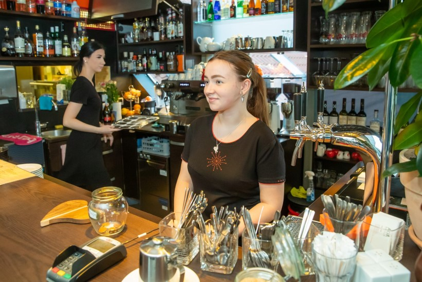 Presidendi vastuvõtt ujutas Viljandi kohvikud klientidega üle