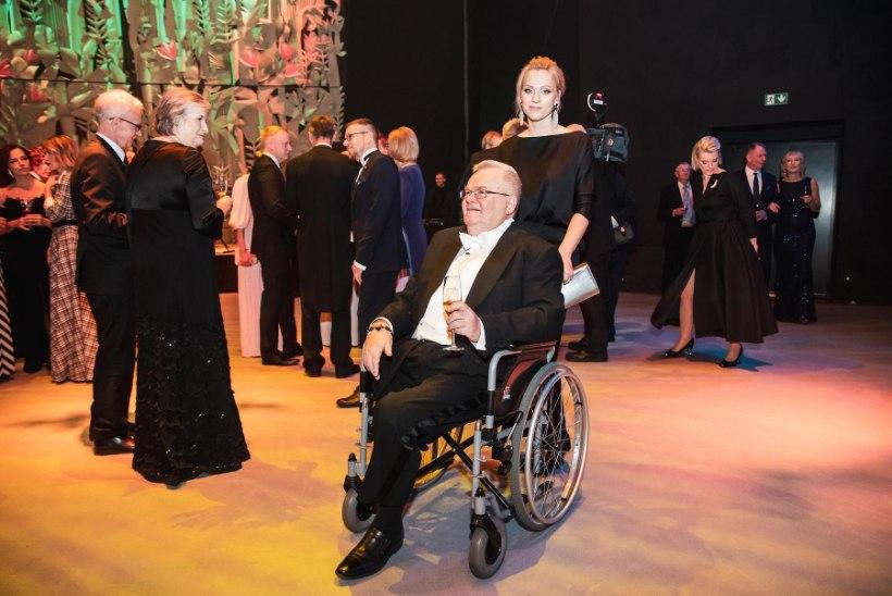 Kammitsetud pidu: Viljandi voorestik presidendi külalistesse joviaalsust ei süstinud