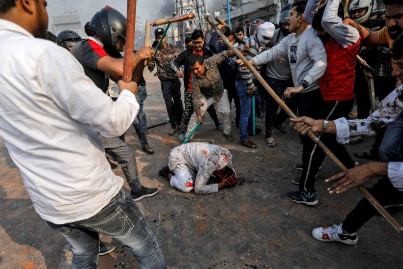 FOTOD JA VIDEO | Kodud ja poed põlevad: India usumässudes hukkus 34 inimest