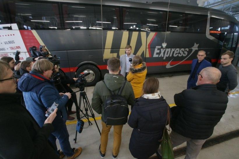 VIDEO | Koroonaviirusesse nakatunut vedanud Lux Expressi buss võetakse liinilt maha ja desinfitseeritakse