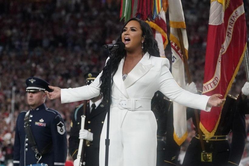 VIDEO | Üledoosist kosunud Demi Lovato esitas hingestatult USA hümni
