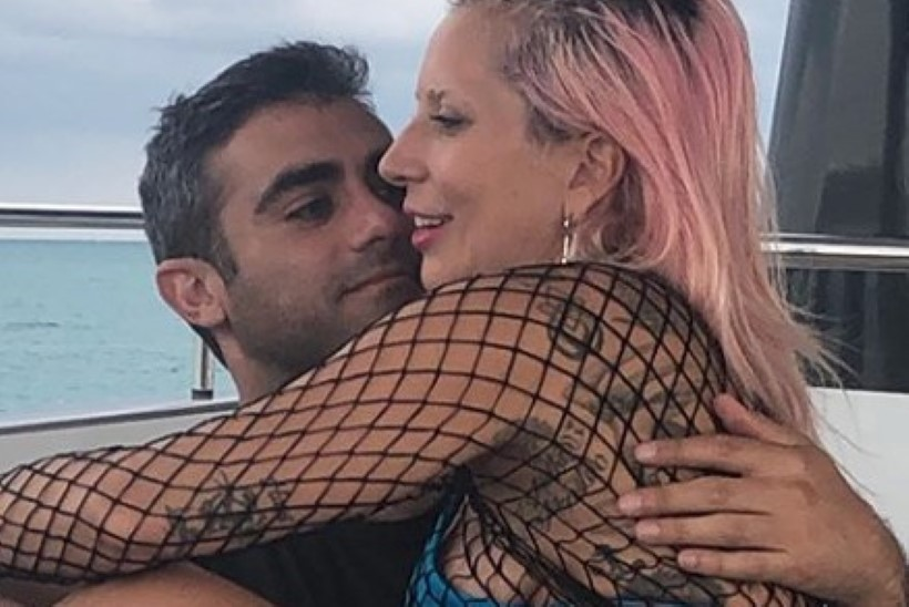 Lady Gaga esitleb Instagramis uut kallimat