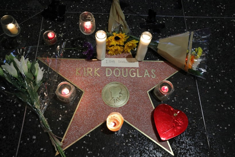 Suri Hollywoodi legend Kirk Douglas