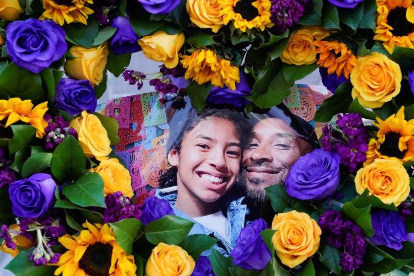 FOTO   Kodukool külmutas kopteriõnnetuses hukkunud Gianna Bryanti särginumbri