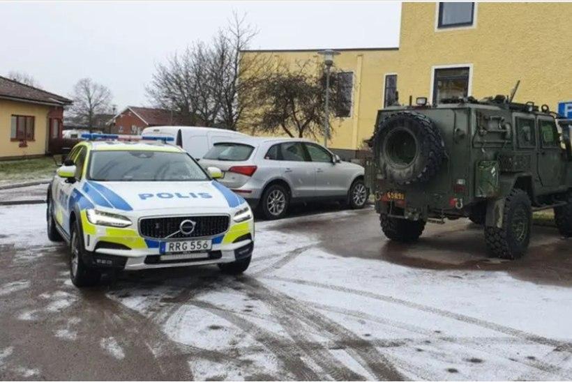 Kellelgi õnnestus Rootsi sõjaväelt kaks maasturit pihta panna