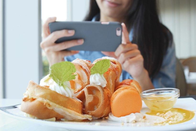 Tippkokk: 90% inimesi haarab restoranis enne nutitelefoni kui noa ja kahvli