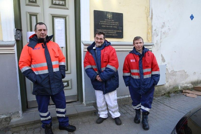 FOTOD | Eesti rannikuvetes uppus Vene kalapüügilaev. Päästetud kalurid: loodame juba homme koju saada