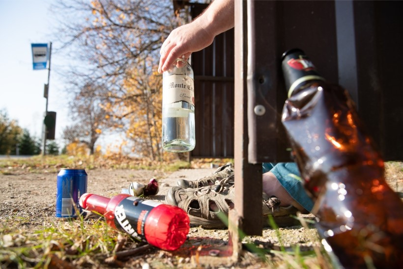 LIIGA PALJU KAKLUSI: politsei nõuab Jõhvi baaridele alkoholimüügi piiranguid