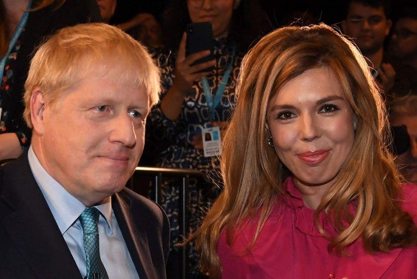 Peaminister Johnson ootab perelisa ja abiellub