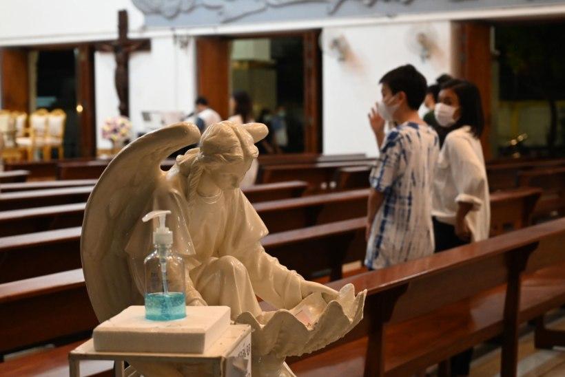 VIIRUS EI VÄHENDA USKU: haigusepuhang sunnib Eesti kirikujuhte traditsioone muutma