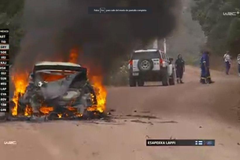 MASENDAVAD KAADRID   Soome ralliässa auto põles maatasa