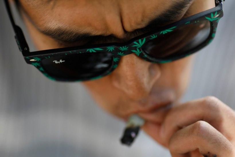 KANEPISÕPRADE VÕIT: narkotestis põruvad Ameerika jalgpallurid pääsevad tulevikus võistluskeelust